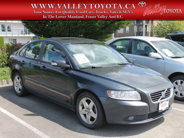 Pre-Owned 2009 Volvo S40 2.4L Fixer-Upper